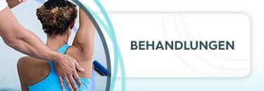 """Sportlerin ist bei der Physiotherapie und streckt ihren rechten Arm in die Luft, während der Therapeut die Wirbelsäule untersucht, daneben die Aufschrift """"Behandlungen"""""""
