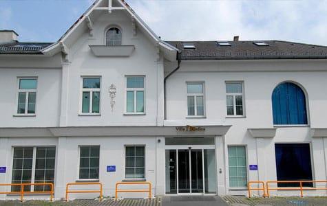 Außenaufnahme der Villa Medica von Hr. Dr. Johannes Gründler in Mödling