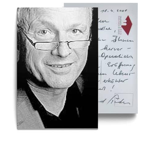 Testimonial über die erfolgreiche Behandlung durch Dr. Johannes Gründler - Postkarte mit einem Bild von Hr. Sieder