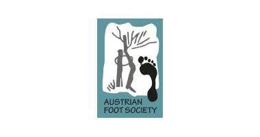"""Logo der Österreichischen Gesellschaft für Fußchirurgie - Bild eines Baums mit einem Fußabdruck und Bildunterschrift """"Austrian Foot Society"""""""