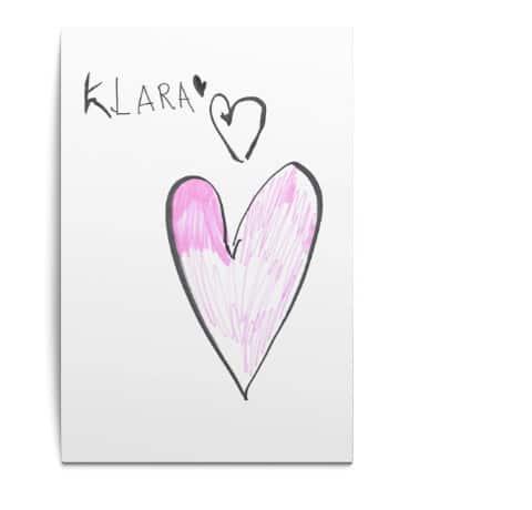 Selbstgemaltes Bild von Klara einer Patientin - 3 Herzen und der Name Klara sind zu sehen